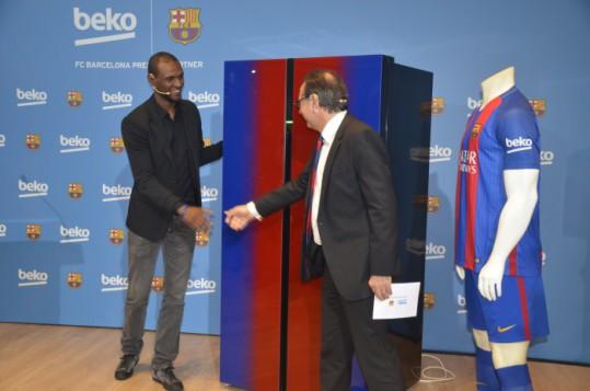 Beko presenta la nueva gama de frigoríficos Beko-Barça de la mano de �ric Abidal,