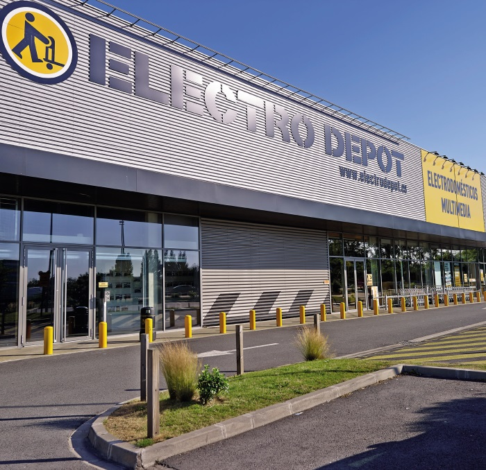electro depot abre su primera tienda en espa a marr n y. Black Bedroom Furniture Sets. Home Design Ideas