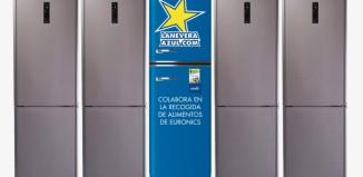 """Euronics recoge alimentos y dinero con """"La nevera azul"""""""