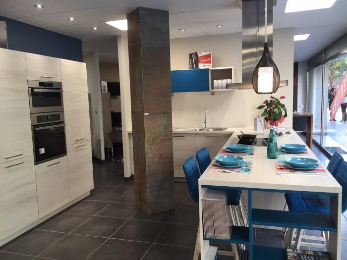 Schmidt cocinas inaugura su primera tienda en barcelona ciudad marr n y blanco - Exposicion cocinas barcelona ...