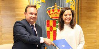 Javier Esteve, gerente de Media Markt Getafe, y Sara Hernández, alcaldesa de Gefate