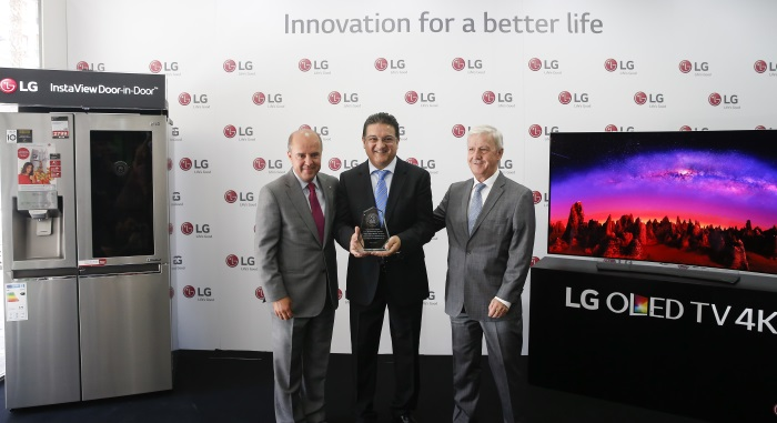 LG reconoce a Milar Rafa Molins por su liderazgo y contribución a acercar la tecnología a los valencianos,