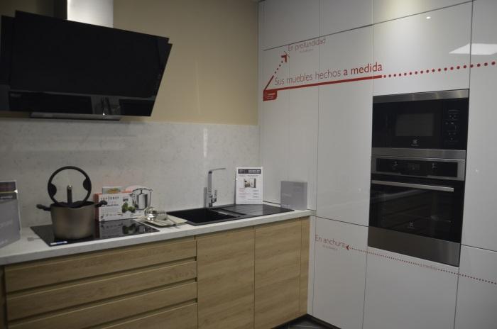 Schmidt cocinas inaugura su primera tienda en barcelona for Cocinas schmidt vitoria