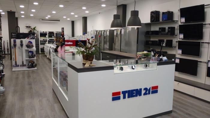 Tien 21 abre una nueva tienda en Pontevedra, interior tienda